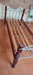 Título do anúncio: Cama solteiro de madeira - ENTREGO
