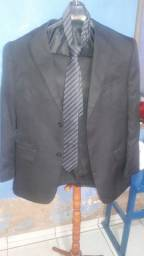 Paletó calça é gravata. Três Peças