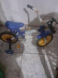 Bicicleta com rodinhas