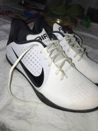 Tênis Nike air behold importado .