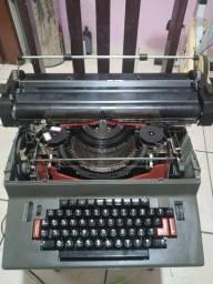 Máquina de escrever eletrica facit