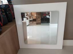 Espelho com madeira branca