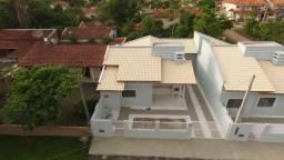 Casa de Alto Padrão com 03 dormitórios, a aproximadamente 100 metros da praia