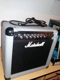 Caixa amplificada Marshall MG15CDR