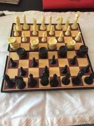 Tabuleiro de xadrez e damas   completo