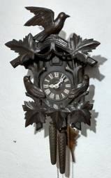 Título do anúncio: Relógio Cuco antigo modelo passaeinhos anos 40 corda