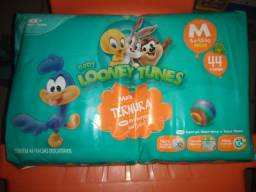 Fralda looney tunes m 10 pacotes