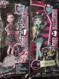 Bonecas Monster High na caixa