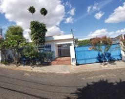 Título do anúncio: Casa a venda, com terreno no bairro Estados Unidos em Uberaba Mg.