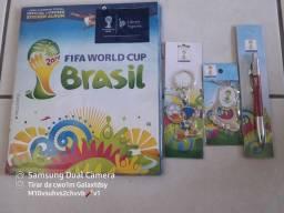 Álbum da Copa 2014 com kit 2 chaveiros e uma caneta oficial