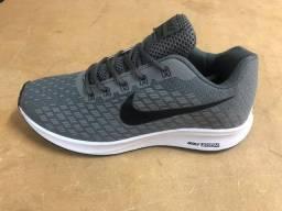 Tênis Nike Cinza e Preto (Frete Gratis)