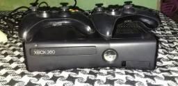 Vendo xbox 360 destravado bem conservado