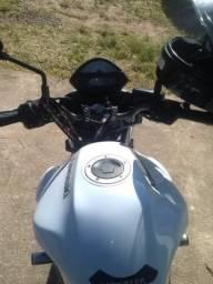 Vende-se moto conservada e baixa km - 2010