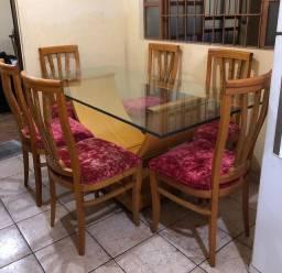 Mesa de madeira com tampo de vidro c/ 6 cadeiras