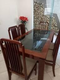 Sala de jantar mesa, cadeiras e buffet