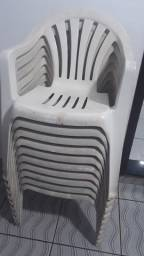 12 Cadeiras de Plastico