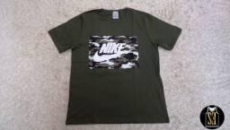 Camisa com estampa Nike camuflada
