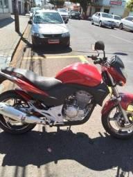 Honda CB 300R 2011  vermelha