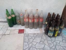 Vendo garrafas de vidro.