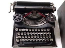 Máquina de escrever Underwood de maleta