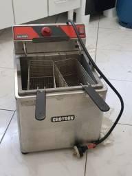Fritadeira nova (14 dias de uso) água e óleo Croydon FZ25 220v