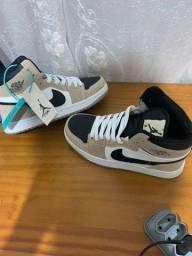 Tênis Air Jordan 1 Mid Gray Pink