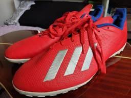 Chuteira society Adidas 45 usada apenas 2 vezes!!!