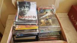 Caixa cheia de DVDs
