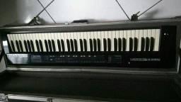 Teclado controlador Roland A30 com hard case de alumínio