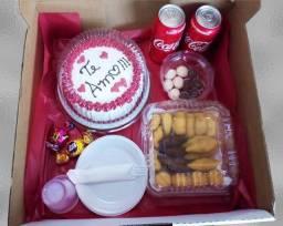 Kit mesversario festa na caixa e bolos