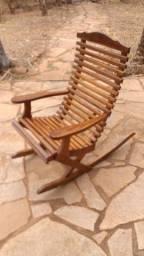Cadeira de Balanço em Madeira Maciça