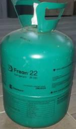 Botijões de gás refrigerante vazios