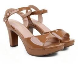 Sandália Nova tamanho 35 mais calça 36