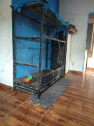 vende-se Viveiro feito de ferro com rodinhas em baixo