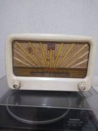 Vende-se rádio valvulado