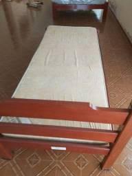 Cama de solteiro de madeira de lei