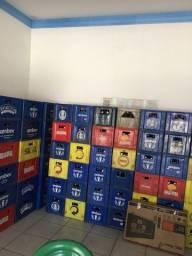 Vasilhames de cerveja 78 grades com garrafas vazias