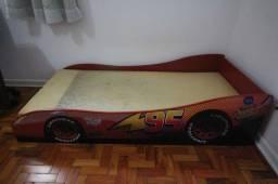 Cama Infantil temática Carros / sem colchão / em MDF Vermelho 41 cm x  160 cm x  76 cm