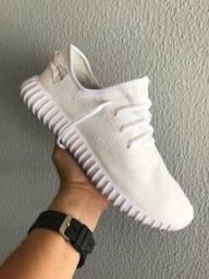 Título do anúncio: Tênis Adidas Yzy Branco