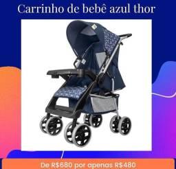 Carrinho de bebê azul na promoção