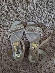 Sandália semi nova tamanho 36