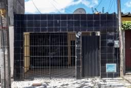 Título do anúncio: Casa com garagem Antônio Bezerra