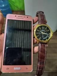 Celular j2 e relógio mondaine