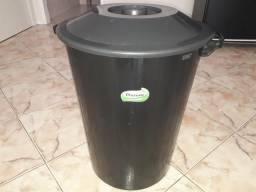 Balde plástico de lixo grande