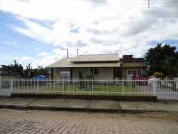 Casa de alvenaria e de esquina no Centro de Jaguaruna