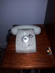 Telefone de disco antigo.