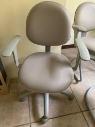Cadeiras Escritório Cinza com rodinhas. Ótimo estado R$160,00