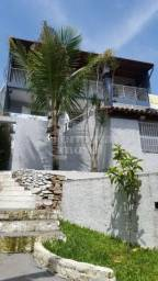 Casa com 430m², 2 andares, 3 garagens, piscina, suíte, varanda, depósito, área para churra