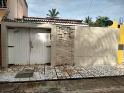 Casa à venda com 4 dormitórios em Maraponga, Fortaleza cod:DMV219