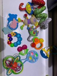 Lote de brinquedinhos e mordedor